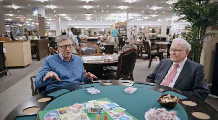 بیل گیتس در حال پوکر بازی کردن